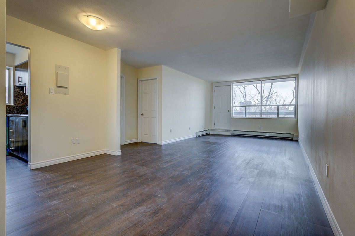 1-bedroom unit #706 – $1,249.00 + Hydro (luxuriously renovated corner Penthouse unit)