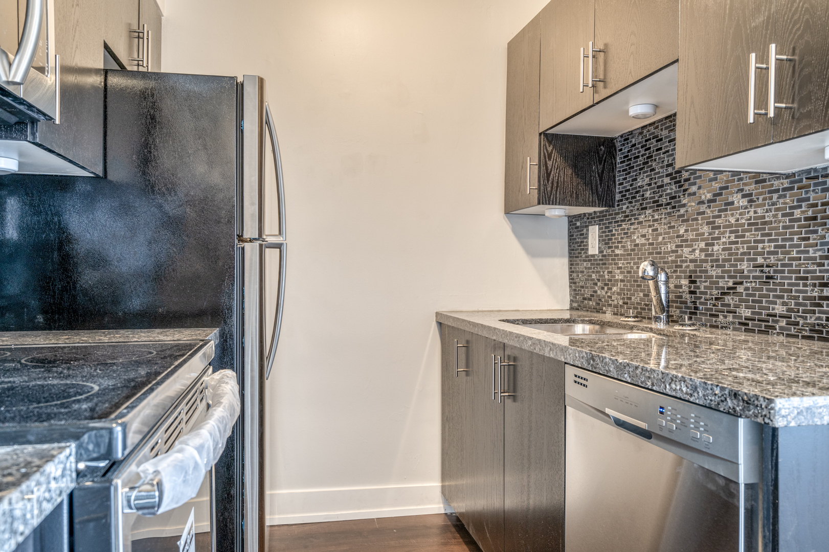 1-bedroom unit #405 – $1,249.00 + Hydro (luxuriously renovated)